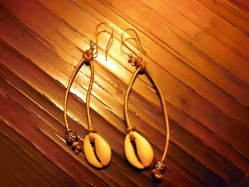 Leather-Strings-Gold-Cowrie